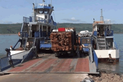 The only pontoon on Volta Lake stops operation