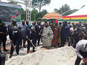 President cuts sod for construction of residential facilities for judges